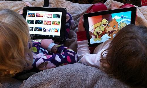 Kids-binge-watching-TV-500x300.jpg