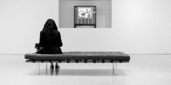 girl-watchin-tv-in-museum-600x300.jpg